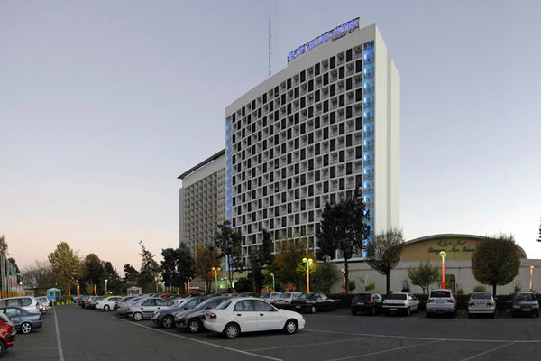 هتل استقلال!