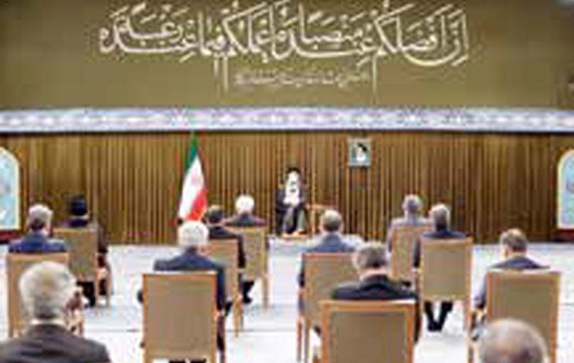 تاخیر عامدانه روحانی در جلسه با رهبری صحت ندارد