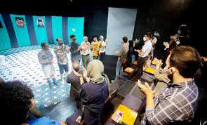 اقبال تئاتر در کوران مشکلات