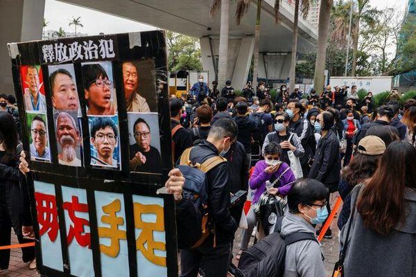 هنگکنگیها شعار ضد چین سر دادند
