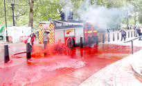 رد خون بر ساختمان وزارت دارایی انگلیس