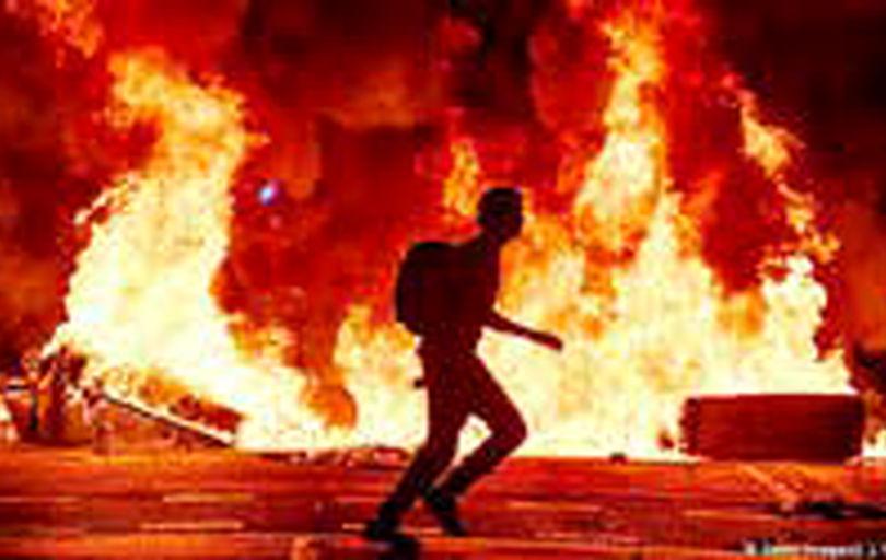 ادامه درگیریهای خشونتآمیز در خیابانهای بارسلون
