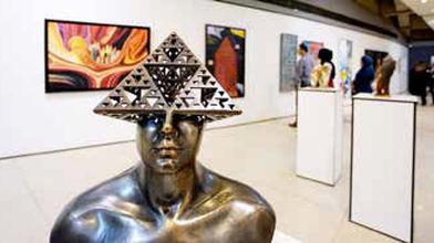 هنر معاصر با پرسشگری میانهای ندارد؟