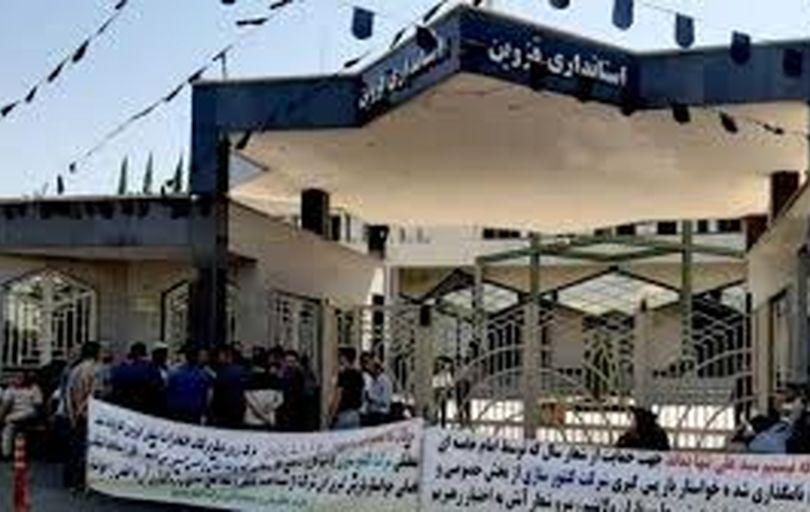 تجمع دوباره کارگران کنتورسازی مقابل استانداری قزوین
