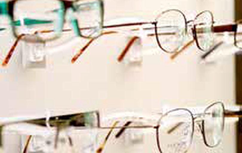چشم پزشکان مجاز به فروش عینک در مطب نیستند