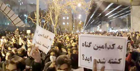 تجمع دانشجویان دانشگاههای شریف و امیرکبیر در اعتراض به سانحه هواپیمای اوکراینی