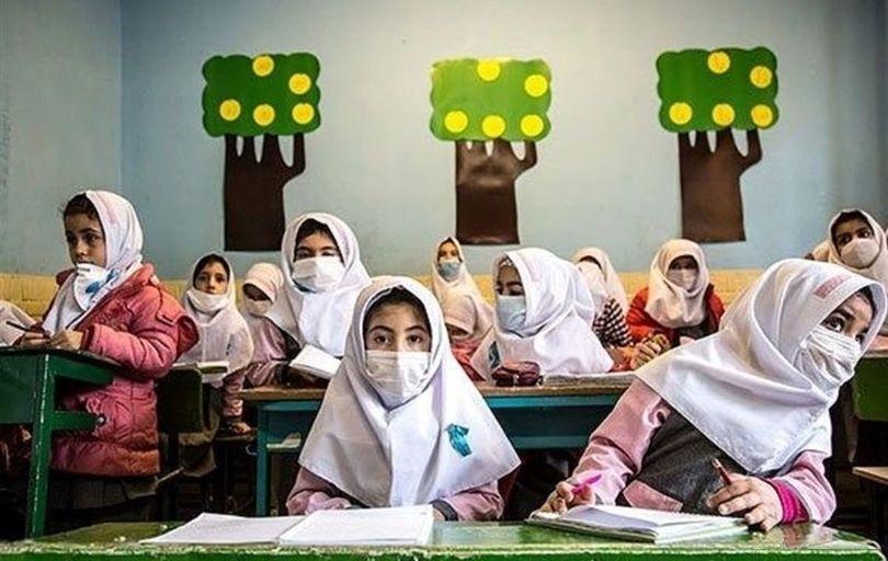 بازگشایی مدارس در گرو واکسیناسیون تمام معلمان و پرسنل است