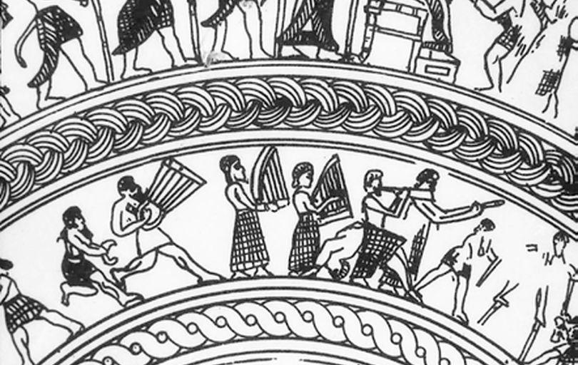 بازسازی و احیای سازهای باستانی و کهن یک نمایش عوامانه است