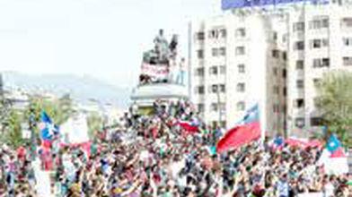 تداوم اعتراضات شیلی دو نشست جهانی را به تعطیلی کشاند