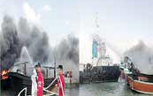 ۶ فروند لنج در بندرجاسک در آتش سوخت
