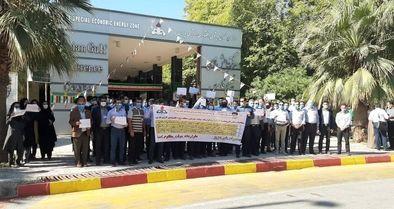 تجمع تعدادی از پرسنل منطقه انرژی پارس
