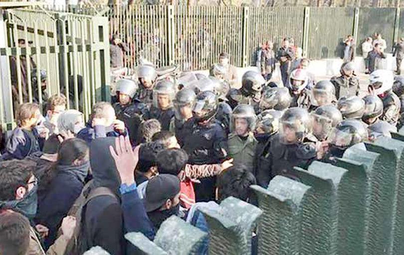 تکاپوی مسئولان دانشگاه تهران برای آزادی دانشجویان
